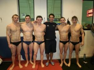 Fran Hernández y algunos nadadores